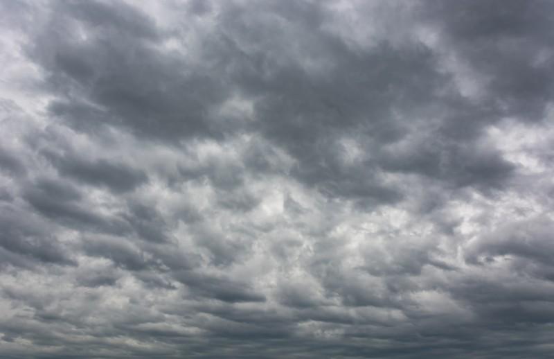 gri gökyüzü ve bulutlar