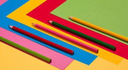 Renkli kalemler ve Kağıtlar