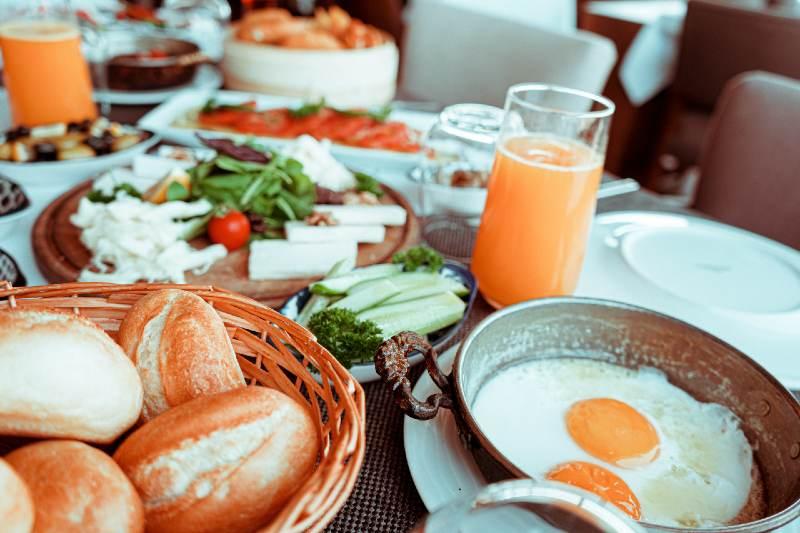 Sevgiline/ Eşine Dillere Destan Bir Kahvaltı